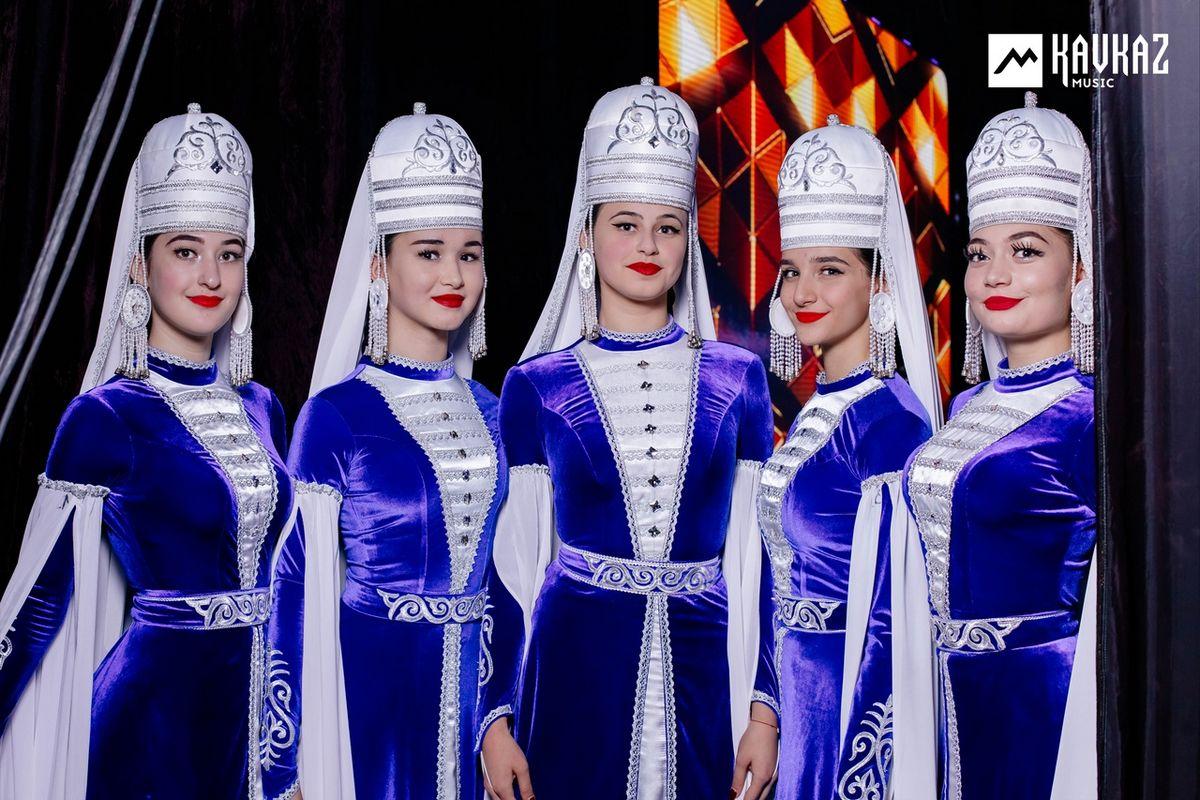Артисты ансамбля «Насып» на концерте Рустама Нахушева