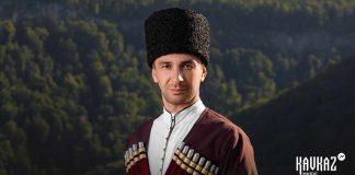 Адыгейский исполнитель Шамиль Тлепцерше презентовал новое звучание известной песни «Добро пожаловать»
