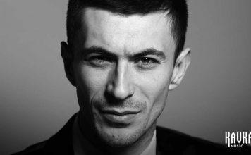 Вадим Хатухов исполнил лирическую композицию «Фэеплъ къысхуэна»