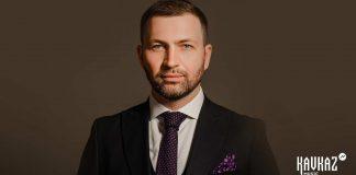Азамат Беков исполнил песню Аслана Мамиева «Псэм и гуащIэ»